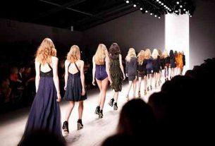 Sukienka plisowana: które kobiety będą wyglądały w niej dobrze?